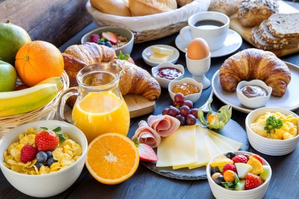Frühstück für einen Erwachsenen